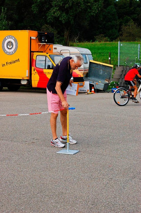 Alfred Haas leitet das Racing Team seit 47 Jahren und packt immer mit an.  | Foto: Christian Ringwald