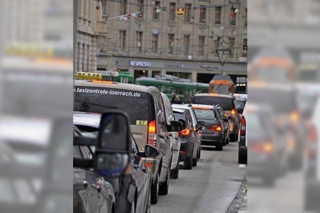 Regierung hält die beschlossene Reduktion des motorisierten Autoverkehrs für unrealistisch