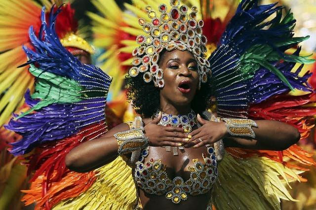 Bunte Kostüme beim Notting Hill Karneval