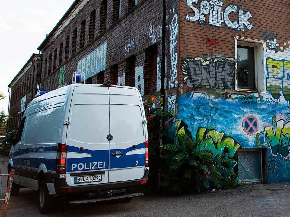 Das autonome Zentrum KTS an der Basler Straße ist am Freitag durchsucht worden.   | Foto: Patrick Seeger/dpa