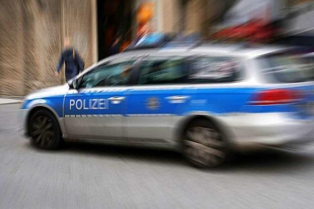 Unbekannter überfällt Tankstelle und flüchtet mit mehreren hundert Euro
