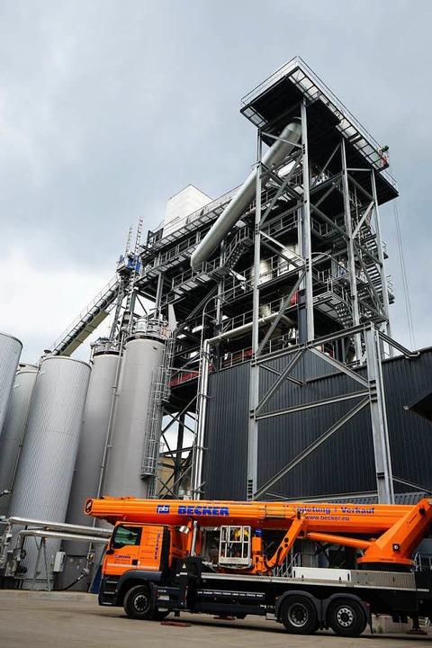 Auch im Asphaltmischwerk der Firma Joo...ert, weil er günstiger als Erdgas ist.  | Foto: Julius Wilhelm Steckmeister