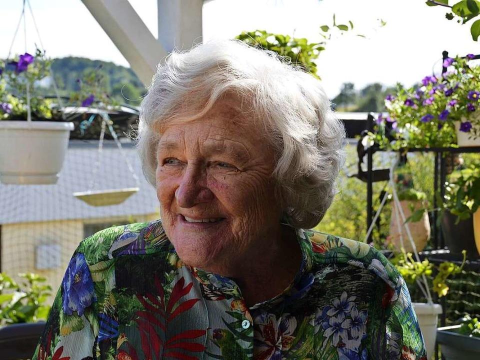 Gudrun Detzner sitzt nicht nur vorm Co... sondern auch gern auf ihrer Terrasse.  | Foto: Sophia Hesser