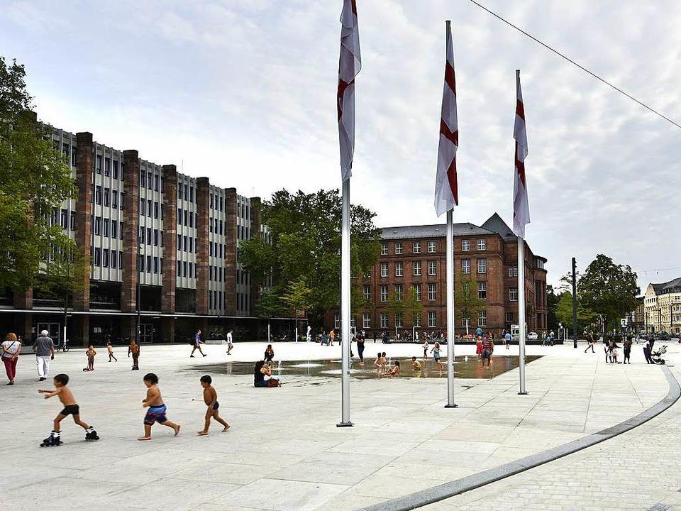 Der Platz der Alten Synagoge wird so g...ei – findet die Stadtverwaltung.  | Foto: Michael Bamberger