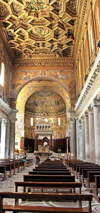 Innenansicht: die Basilika Santa Maria in Trastevere     Foto: dpa