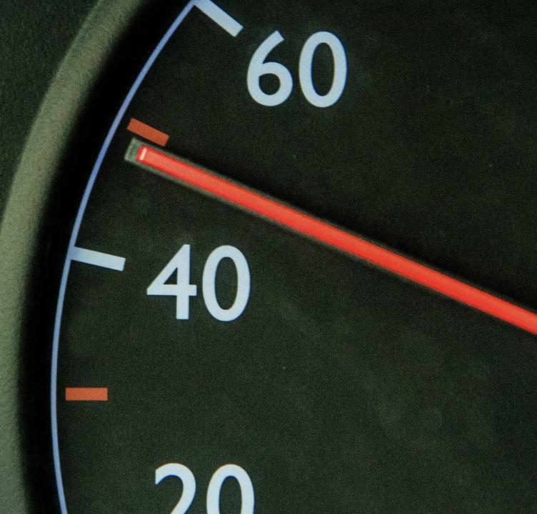 Geht die Tachonadel über 50 km/h, droht Ärger.     Foto: dpa