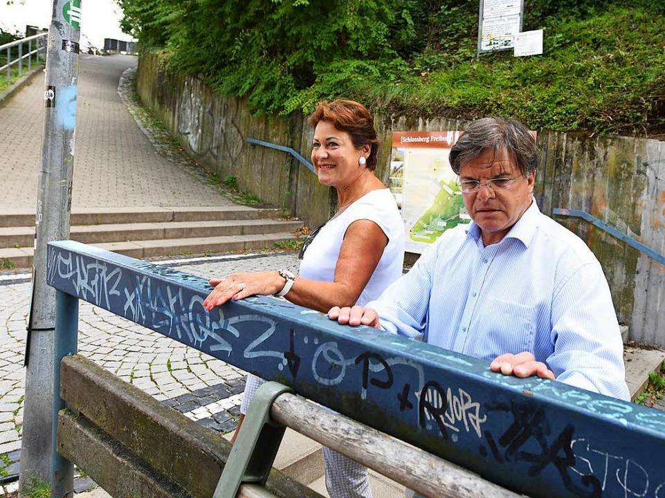 Martina Feierling-Rombach und Toni Schlegel üben Kritik an der Stadt.  | Foto: Rita Eggstein