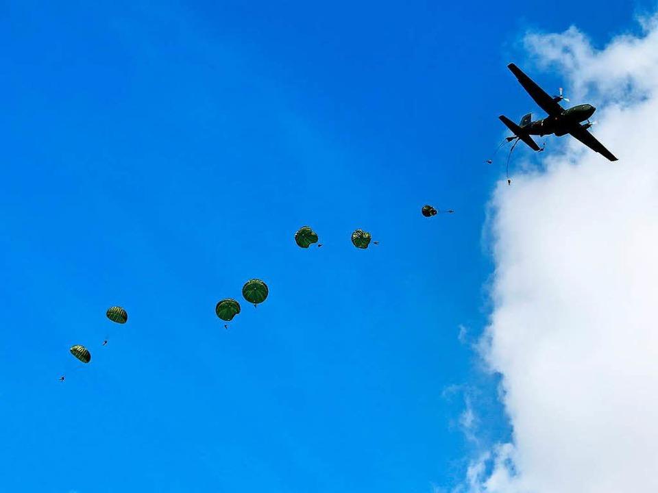 85 Fallschirmjäger trainieren kommende Woche im Schwarzwald.     Foto: Symbolfoto: Bundeswehr/Sebastian Wilke