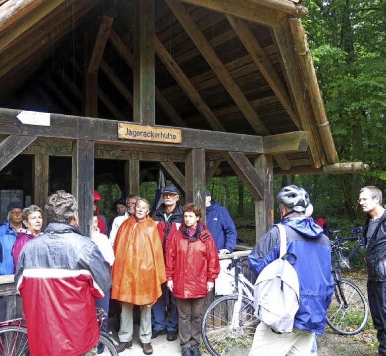 Die Jägerackerhütte als Station bei der Tour durch die Teninger Allmend  | Foto: Georg Voß
