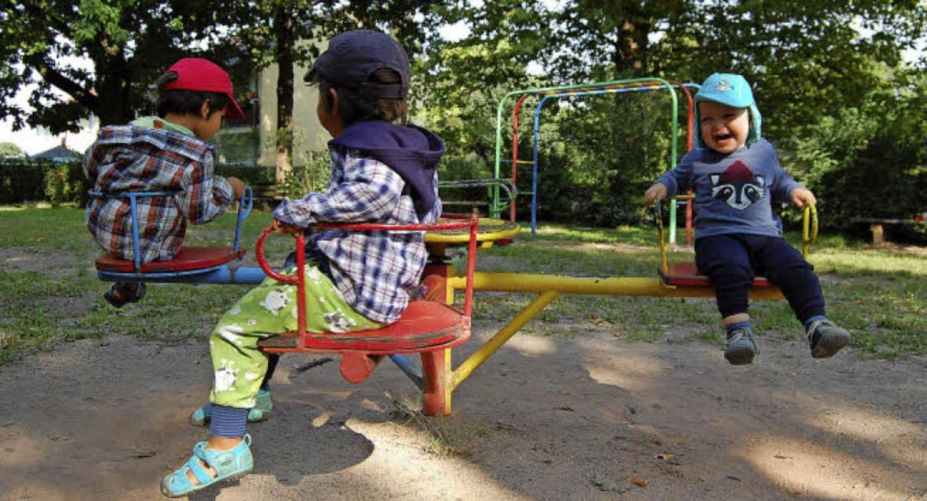 Das Karussell in der Flugplatzstraße begeistert die Kinder.     Foto: Hannah Fedricks Zelaya