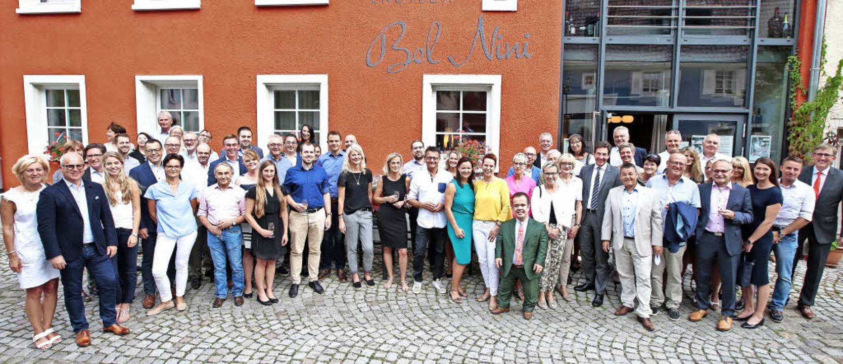 Sponsoren und Freunde des Reitturniers...nstehende Veranstaltung einzustimmen.     Foto: Roger Müller