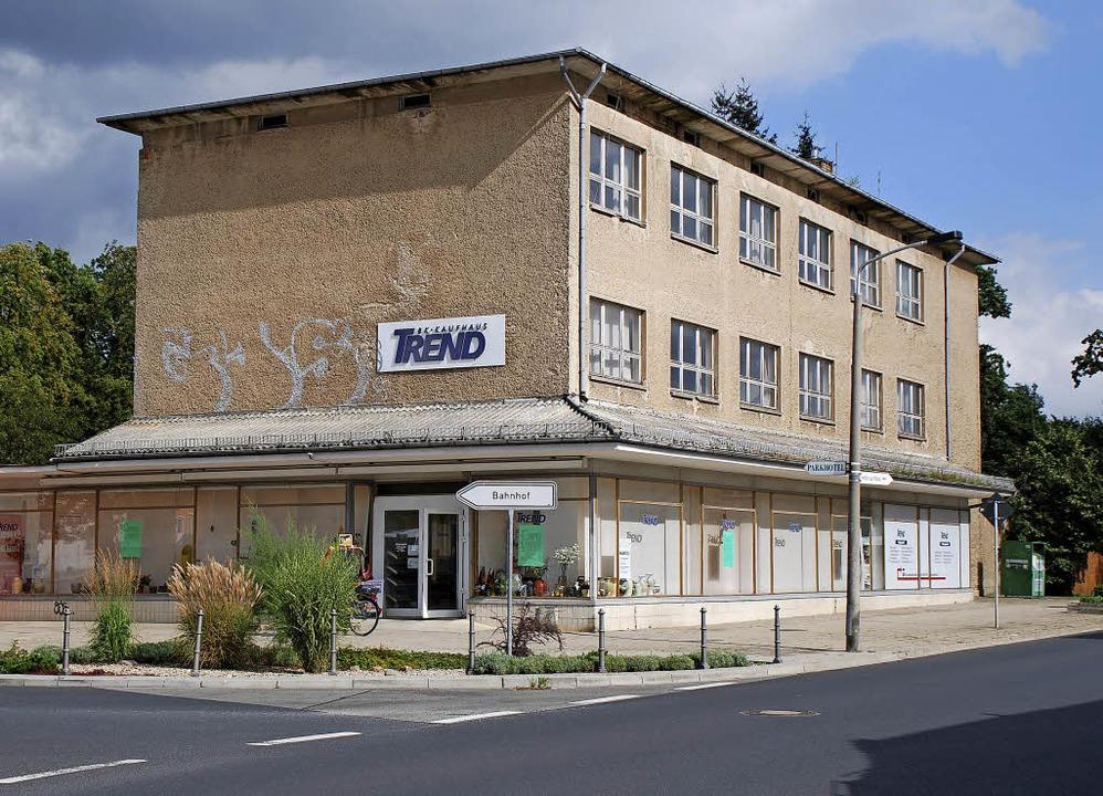 Das ehemalige  Kaufhaus wird zum Wohnhaus umgebaut.   | Foto: SCHULZE
