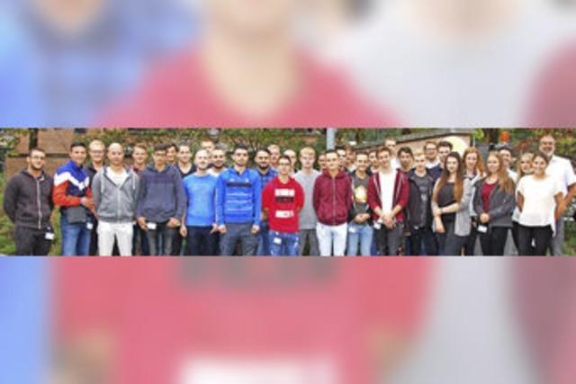 33 junge Leute starten Berufskarriere bei ARaymond