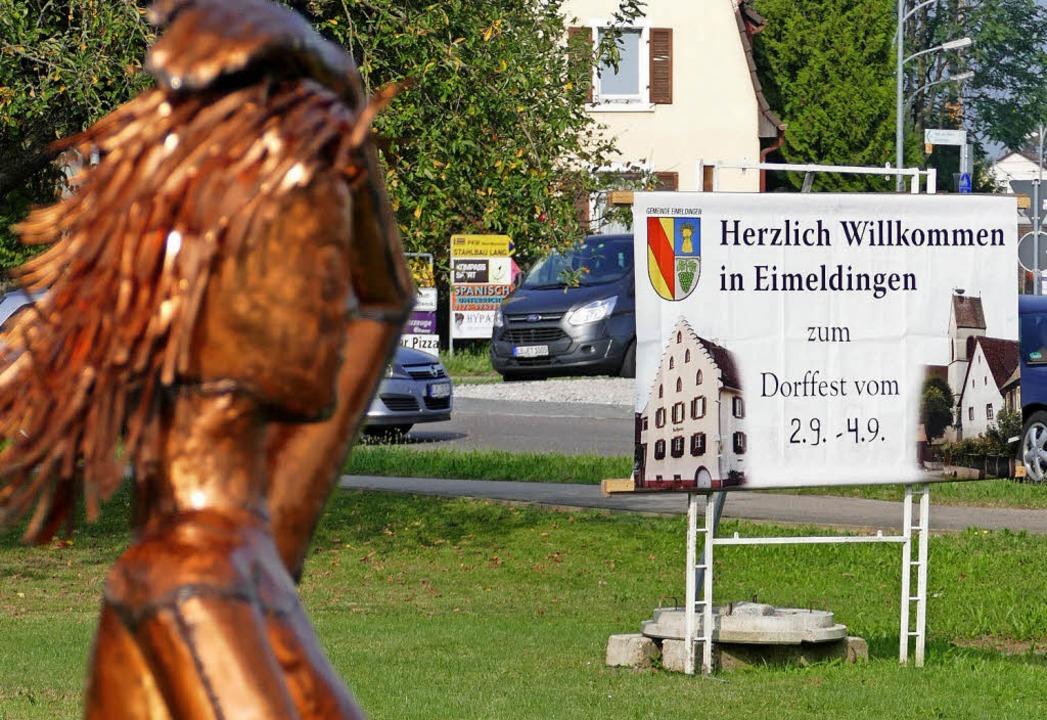 Auch diese Skulptur interessiert sich ...Programm zum 40. Eimeldinger Dorffest.    Foto: MARKUS MAIER