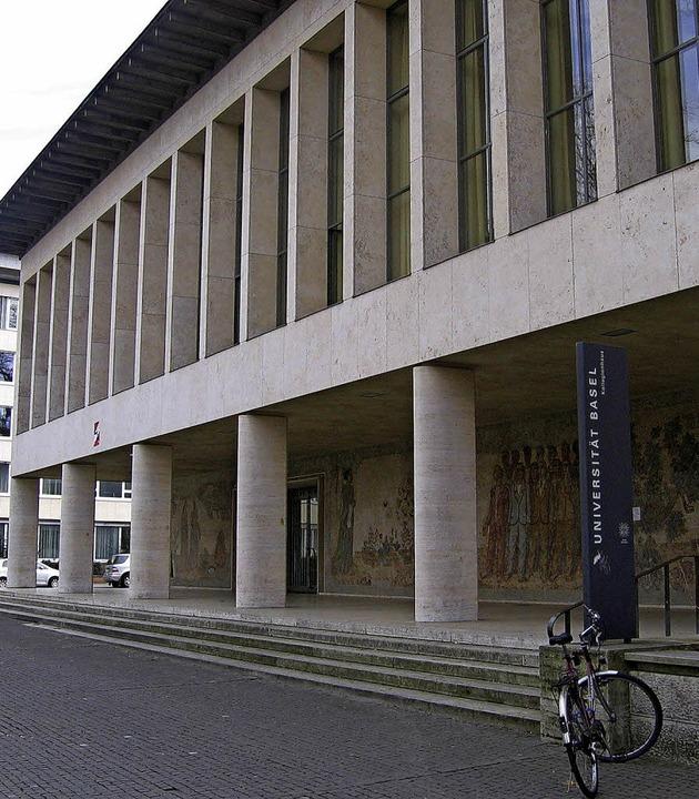Das Kollegiengebäude der Uni am Basler Petersplatz     Foto: Drescher
