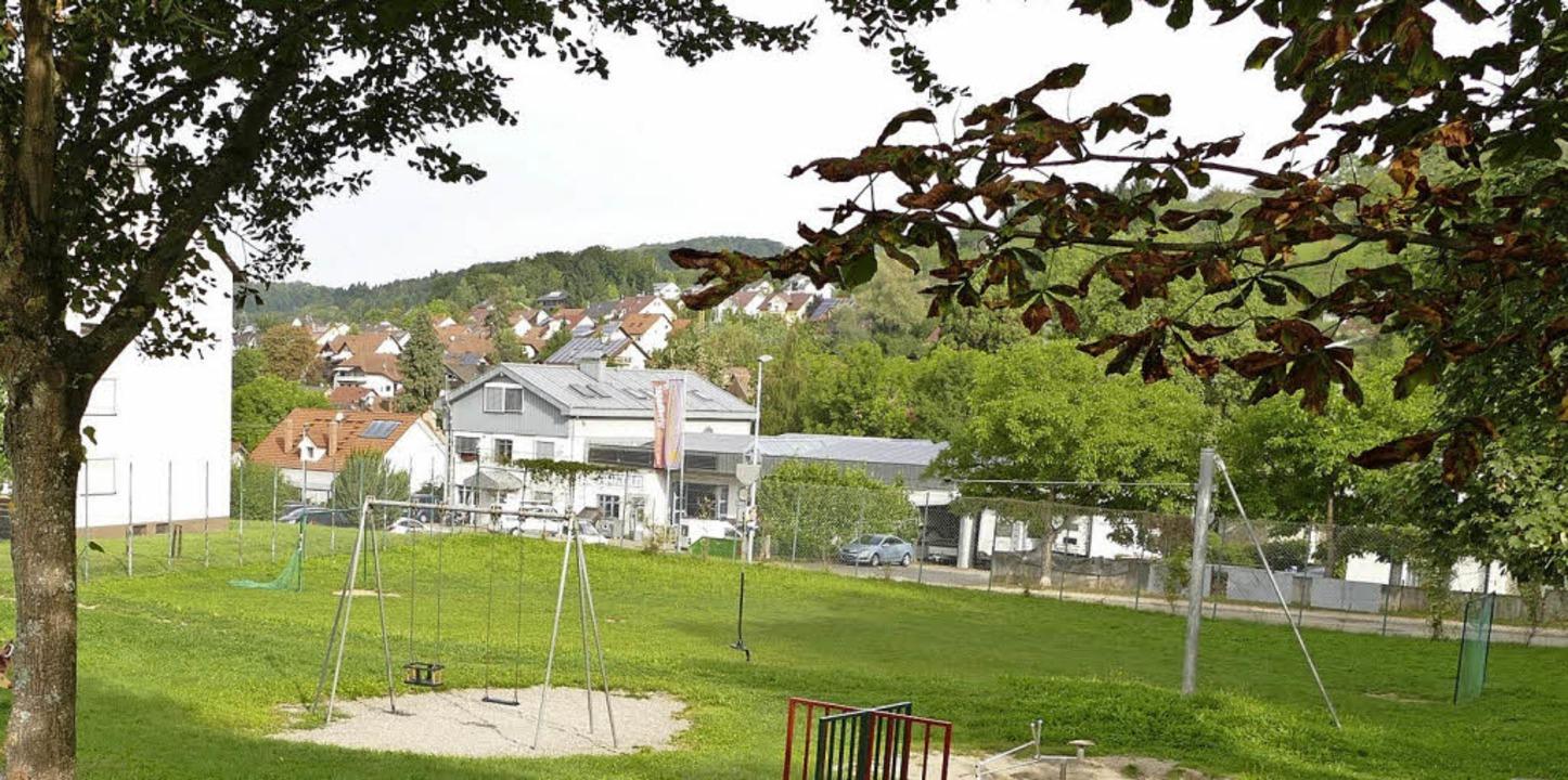 Wohnen statt bolzen: Dieses Areal gehö...ch dem Wunsch der SPD überbaut werden.  | Foto: Markus Maier
