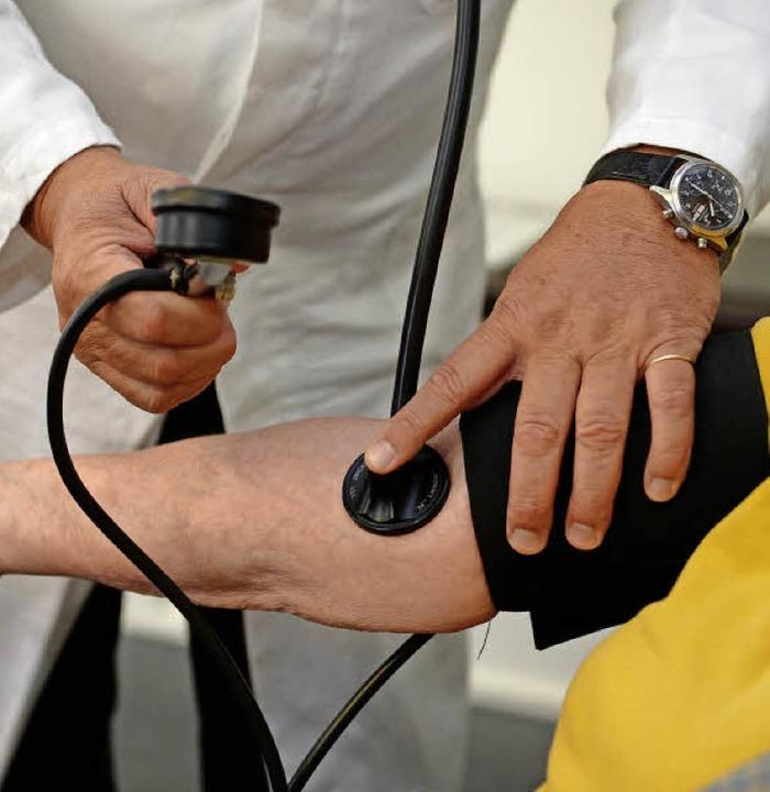 Ein weiterer Allgemeinmediziner wird in der Gemeinde dringend gebraucht.  | Foto: dpa