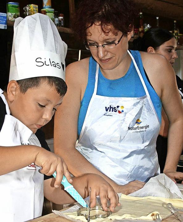 Nicht nur unterstützend beim Kochen, s...terin stand Daniela Schulz zur Seite.   | Foto: Ralph Lacher