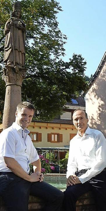 Eberhard Gienger (rechts) zu Gast in E...empfing ihn  vor Elzachs Stadtpatron.   | Foto: Kurt Meier