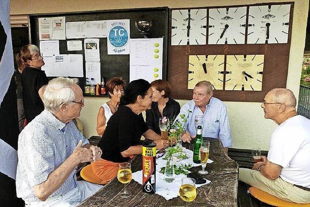 Tennisfreunde feiern in Batzenhäusle
