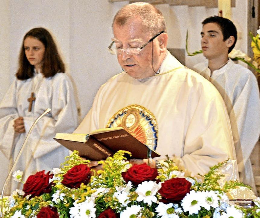 Pfarrer Pal  predigte wie schon 2016  ...n Gotteshäusern der Seelsorgeeinheit.     Foto: Paul Berger