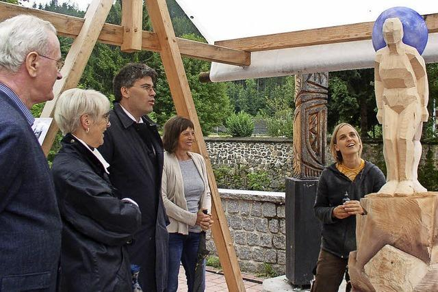 Landrat besucht die Bildhauer