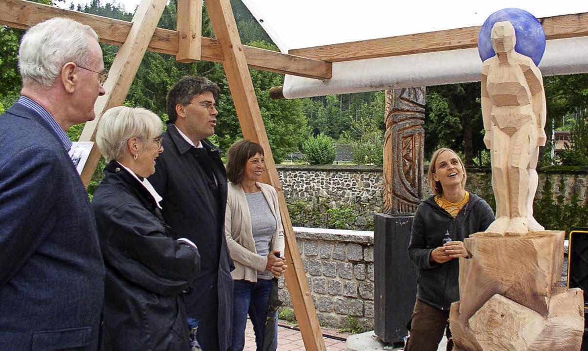 Bürgermeisterstellvertreter Thomas Mut...a und ihren Erdenwächtern (von links)     Foto: Claudia Renk