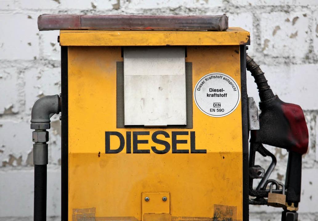 Wie geht es weiter mit dem Diesel? Ein...ge, die Politiker beantworten müssen.     Foto: DPA