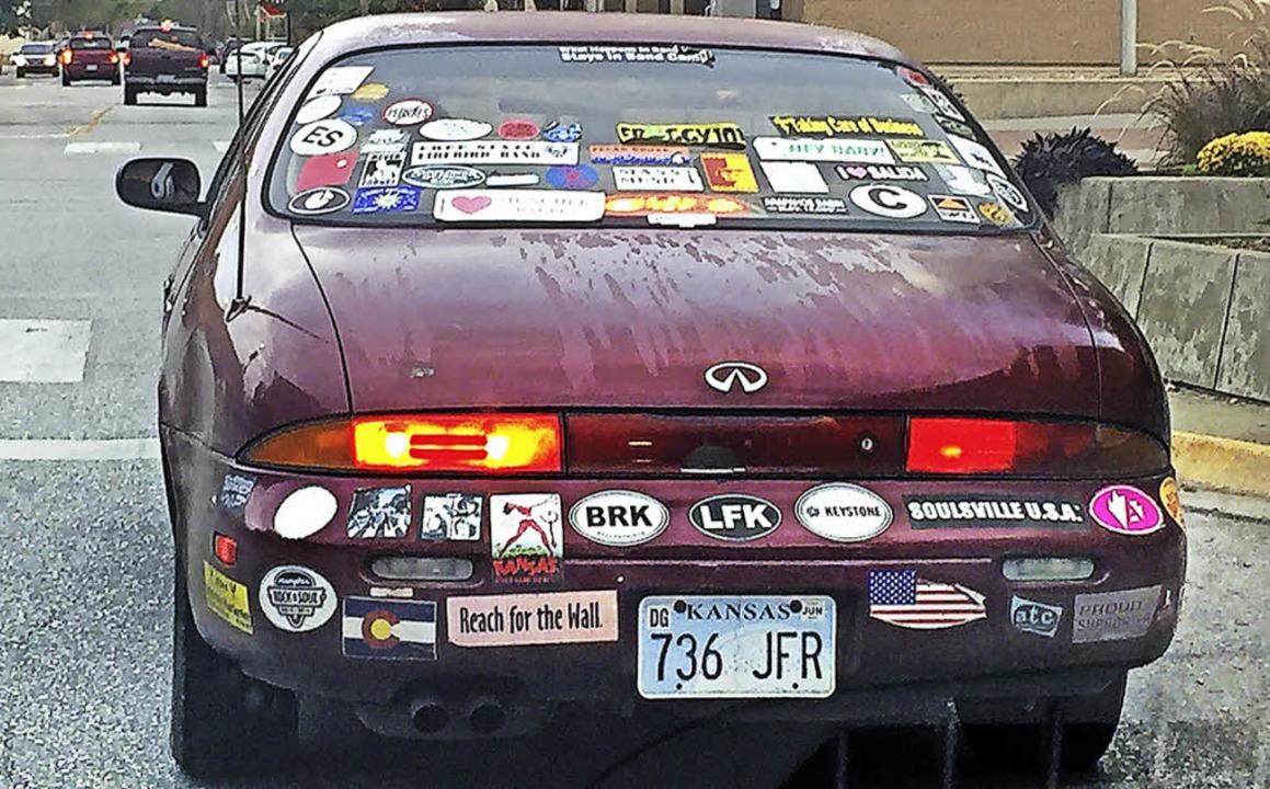 Was will der Fahrer dieses Autos  uns nur sagen?    Foto: Michael Saurer