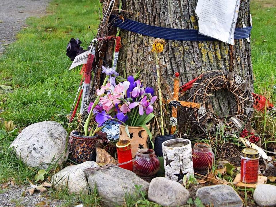 Noch immer wird am Tatort an der Dreisam des Opfers gedacht.  | Foto: Michael Bamberger