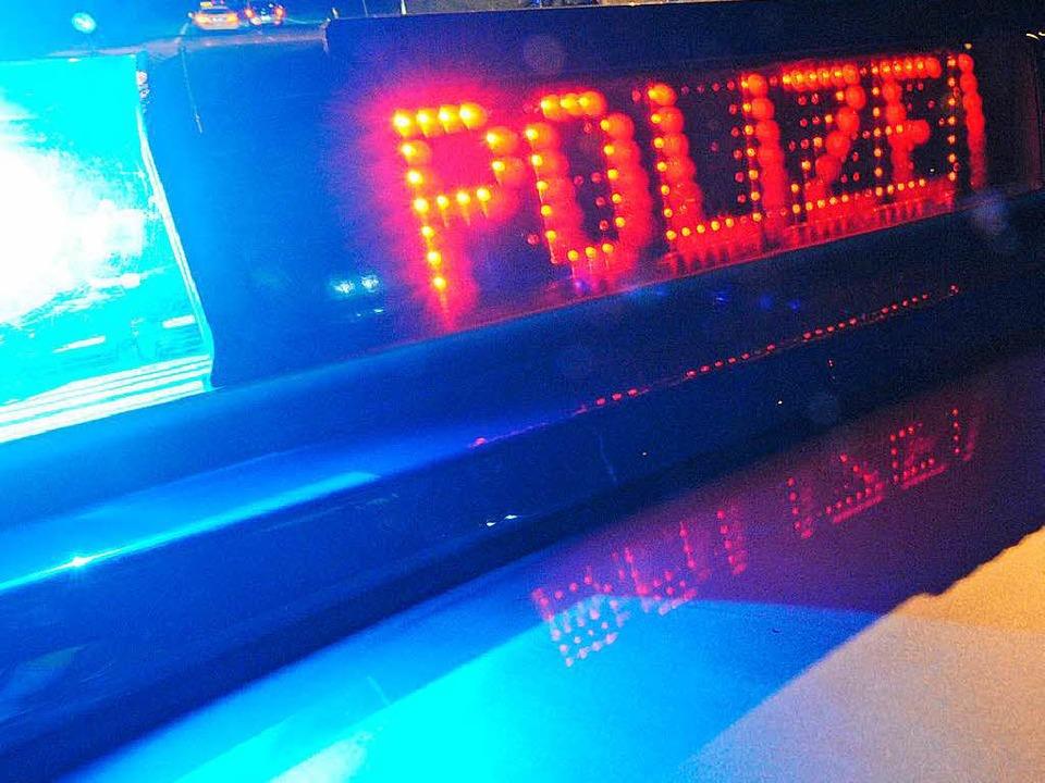 Die Polizei sucht den Mann, der die 22...stag niedergeschlagen und beraubt hat.  | Foto: dpa