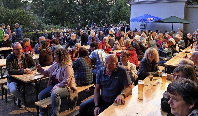 Außerordentlich viele Besucher sind zum Open Air in den Park gekommen.   | Foto: Wolfgang Künstle