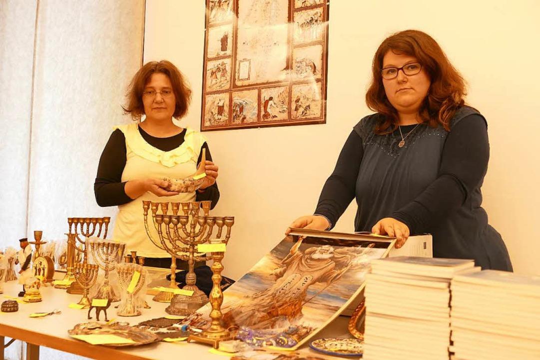 Bei einem Basar wurden jüdische Gegens...211; zugunsten einer neuen Thorarolle.    Foto: Sabine Ehrentreich