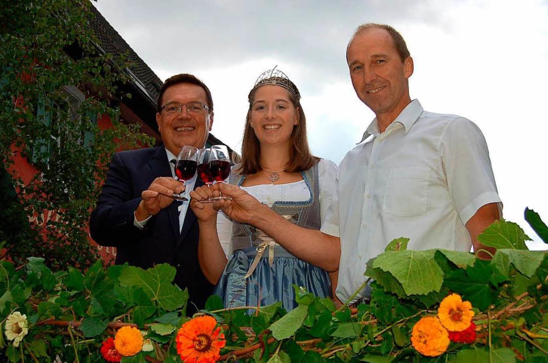 Weinfest-Eröffnung - Bürgermeister Buß...n Miriam Kaltenbach und Bernd Hildwein    Foto: Christian Ringwald