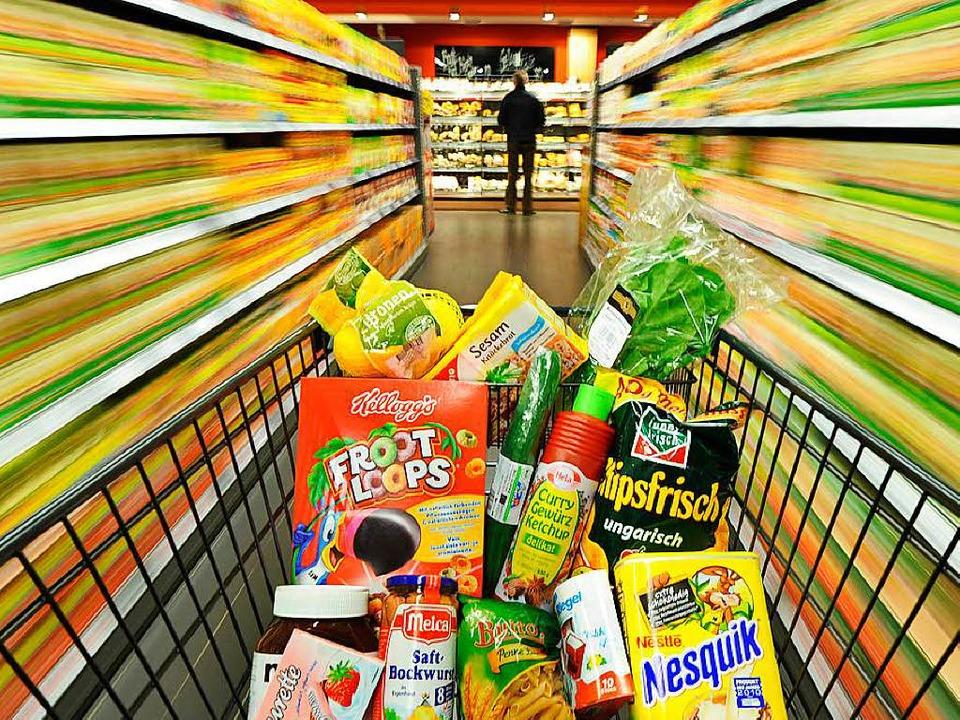 Das Mädchen ist allein zwischen den Regalen des Supermarkts  unterwegs gewesen.   | Foto: Symbolbild: dpa