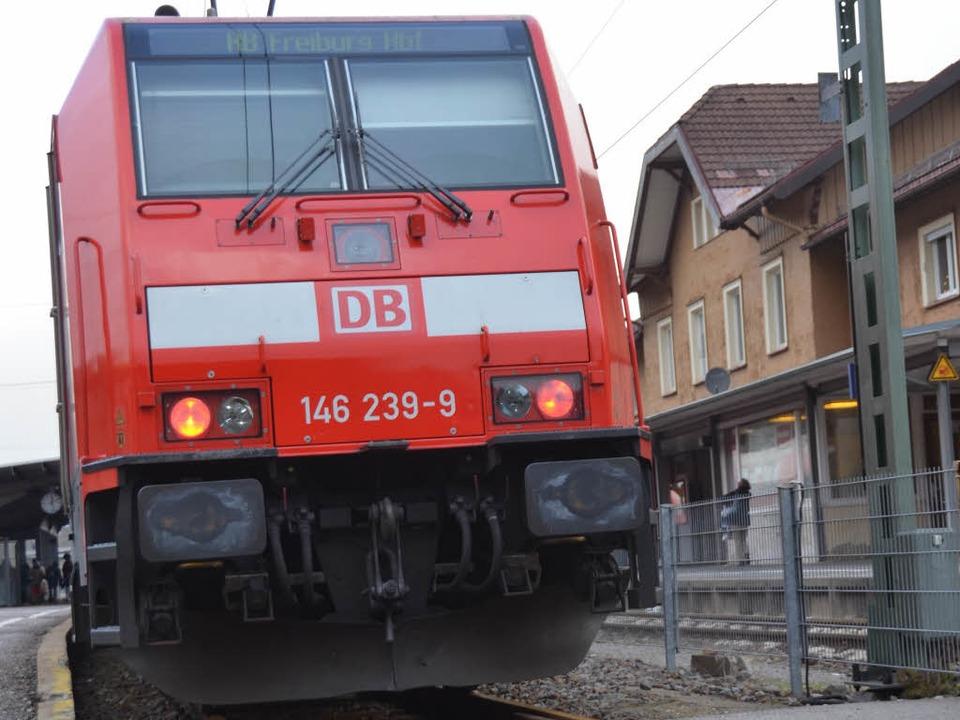 Ein Zug der Höllentalbahn hat bei Titisee zwei Kühe erfasst.  | Foto: Tanja bury