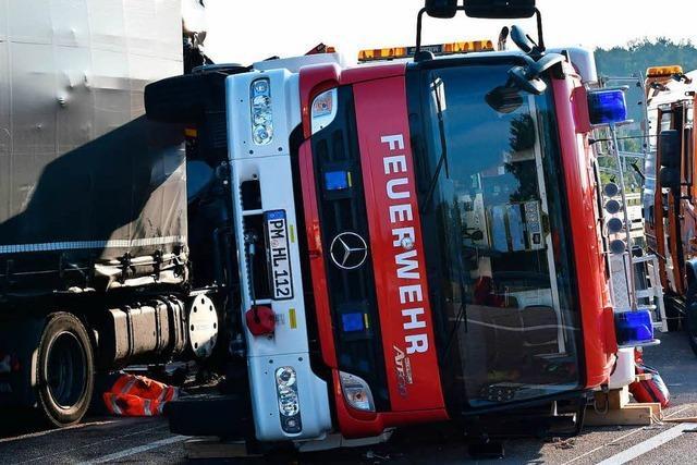 Zwei Feuerwehrmänner bei Einsatz an Unfallort getötet
