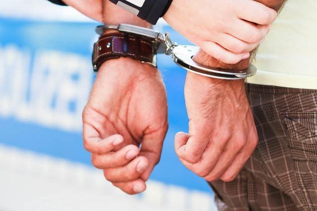 Drogensüchtiger kollabiert auf der Bahnhofstoilette – und muss anschließend ins Gefängnis