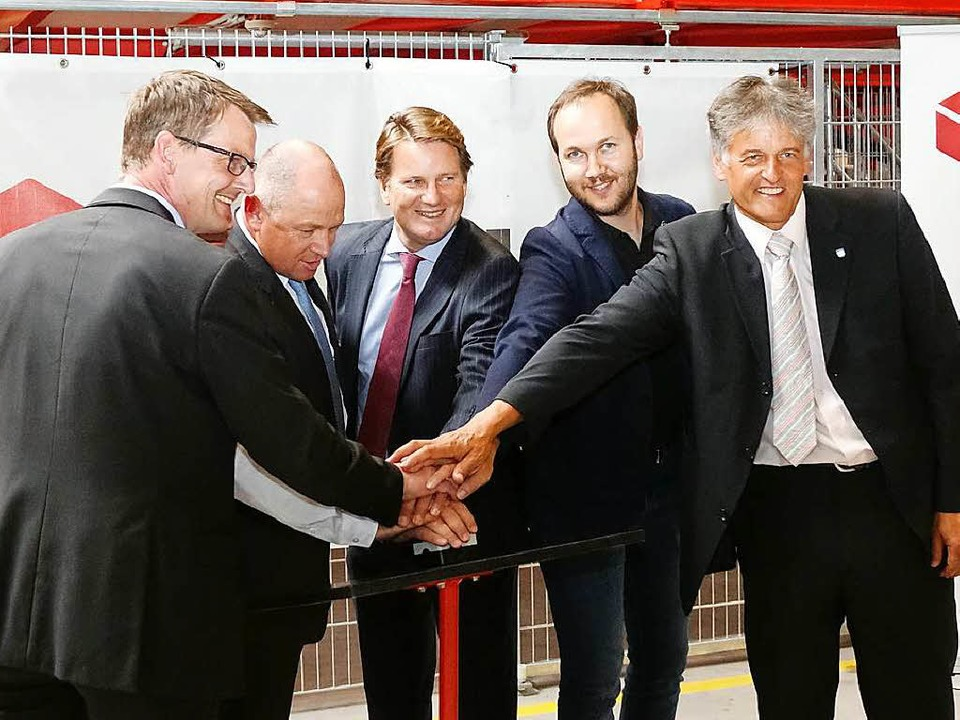 Andreas Brockhaus, Thomas Ohnhaus, Dir...v.l.) lassen die Rollbänder anlaufen.   | Foto: Hans-Jürgen Hege