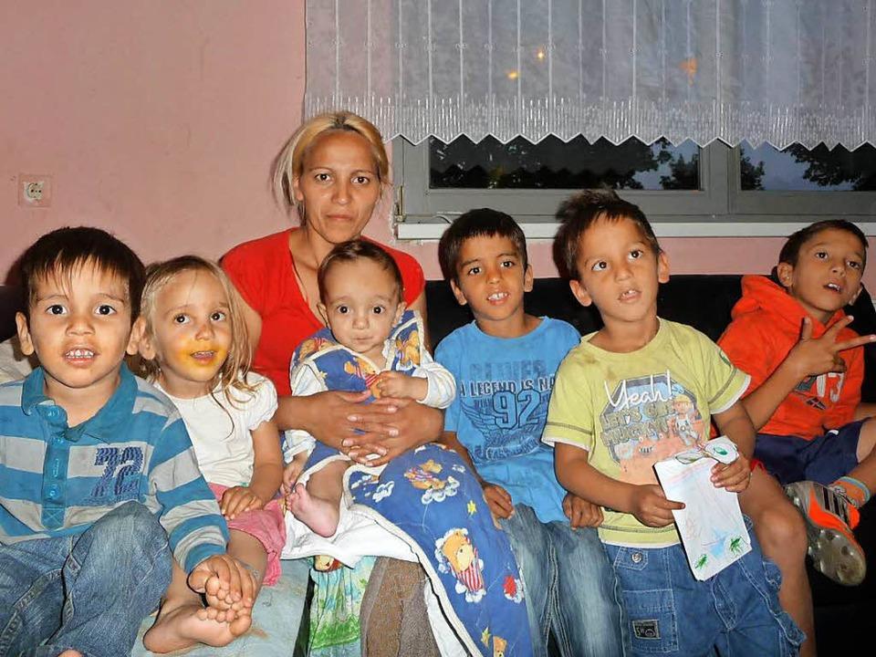 Sadbera Ametovic 2014 mit ihren Kinder...211; und ist jetzt wieder in Freiburg.  | Foto: Privat