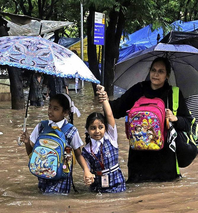 Weite Teile der indischen Stadt  Mumba... in den vergangenen Tagen  überflutet.    Foto: dpa