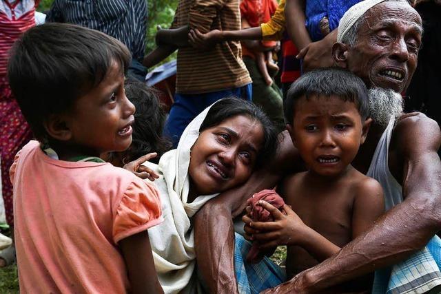 Dörfer der Rohingya in Myanmar in Flammen