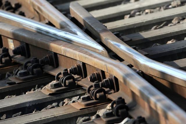 Oberleitungsschaden bei Riegel behoben – Zugverkehr rollt wieder