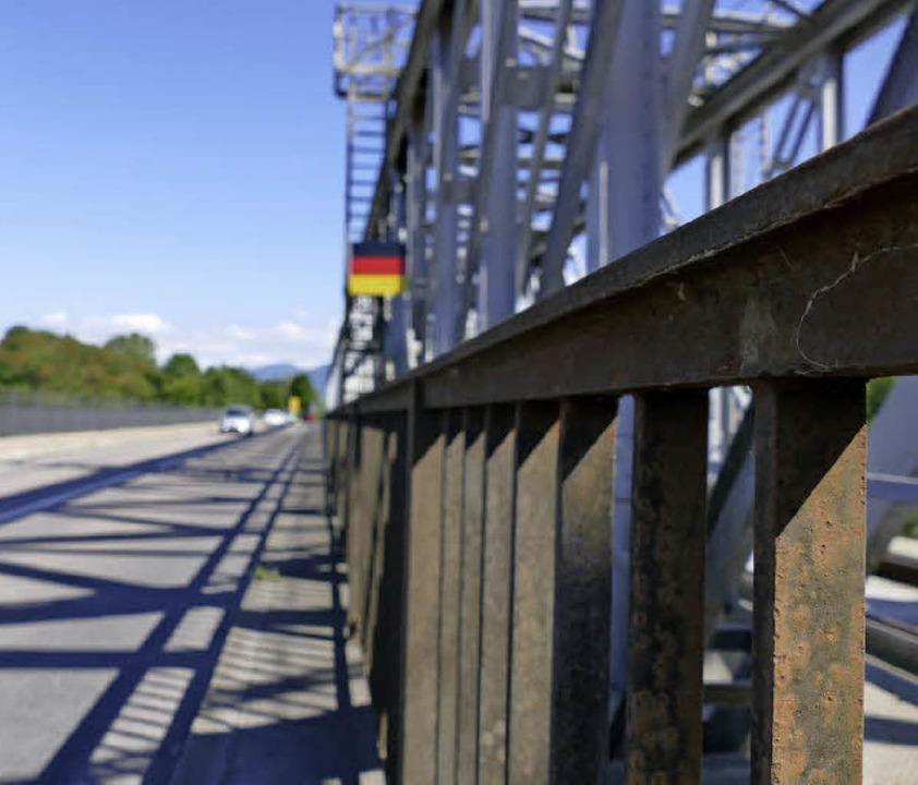 Die Rheinbrücke verbindet Deutschland und Frankreich miteinander.  | Foto: Susanne Ehmann