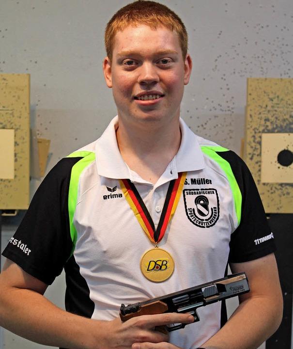 Sebastian Müller wurde mit der Olympis...chnellfeuerpistole Deutscher Meister.   | Foto:  Reiner Beschorner