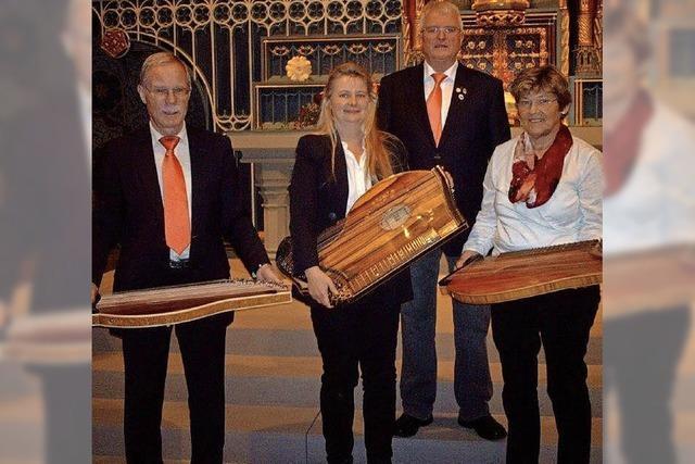 Zithergruppe und Alfred Bucherer in Langenordnach