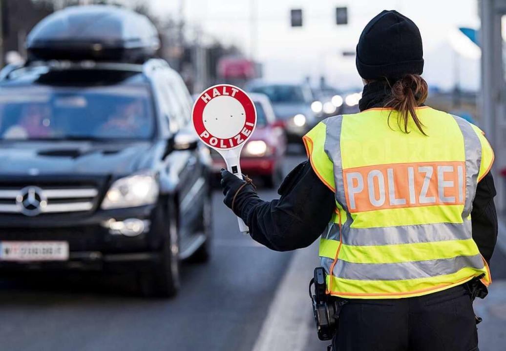 Ist es sinnvoll, an den Grenzen wieder zu kontrollieren? (Symbolbild)    Foto: dpa