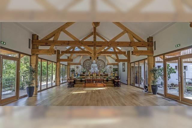 Bausektor und Tourismus boomen - buddhistischer Tempel eröffnet