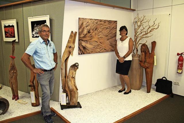 Holz-Skulpturen und Fotografien