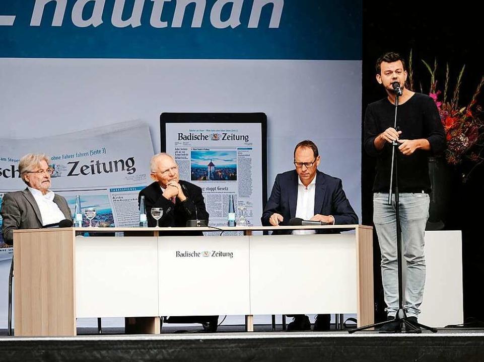 Poetry-Slammer Marius Loy fasste das CDU-Wahlprogramm zusammen.  | Foto: Miroslav Dakov